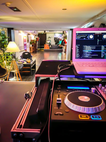 SMART PADDLE salle lounge+ bar avec DJ