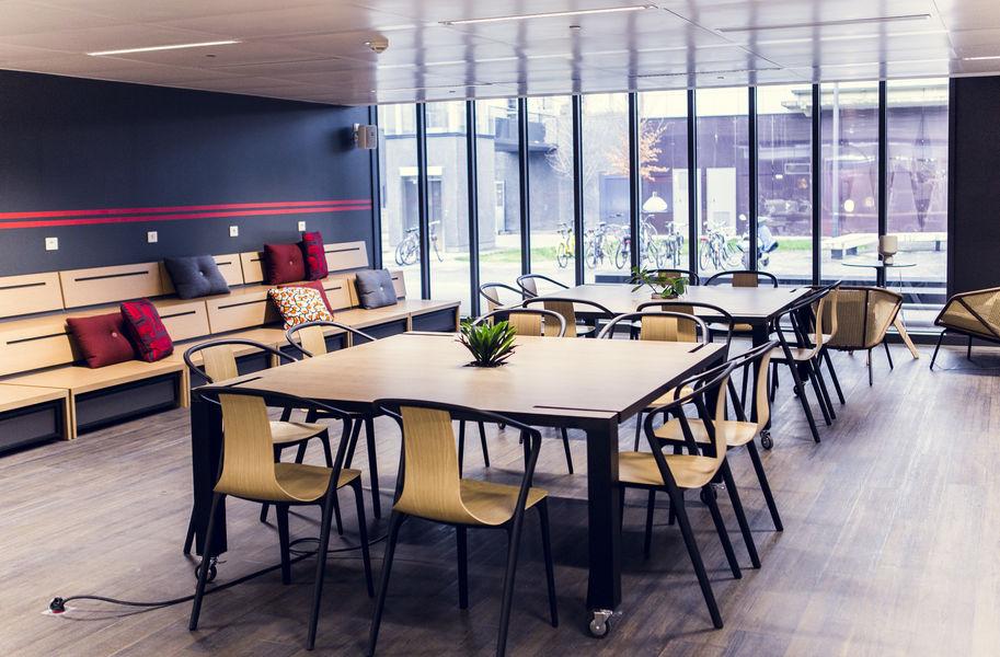 French Tech Central Tables de travail