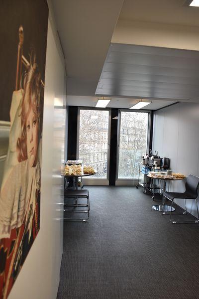 Eciffice Champs-Elysées Espace détente 4ème étage - Mise en place buffet