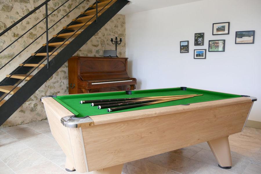 La Ferme du Rastel Salon billard piano