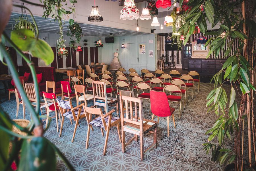 La Machine du Moulin Rouge Le Bar à bulles (A) & sa terrasse / format plénière