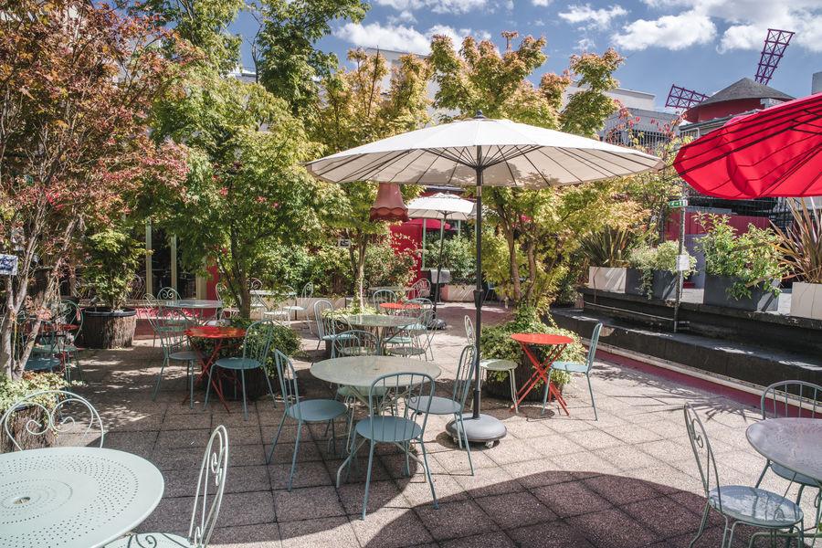 La Machine du Moulin Rouge Le Bar à bulles (A) & sa terrasse