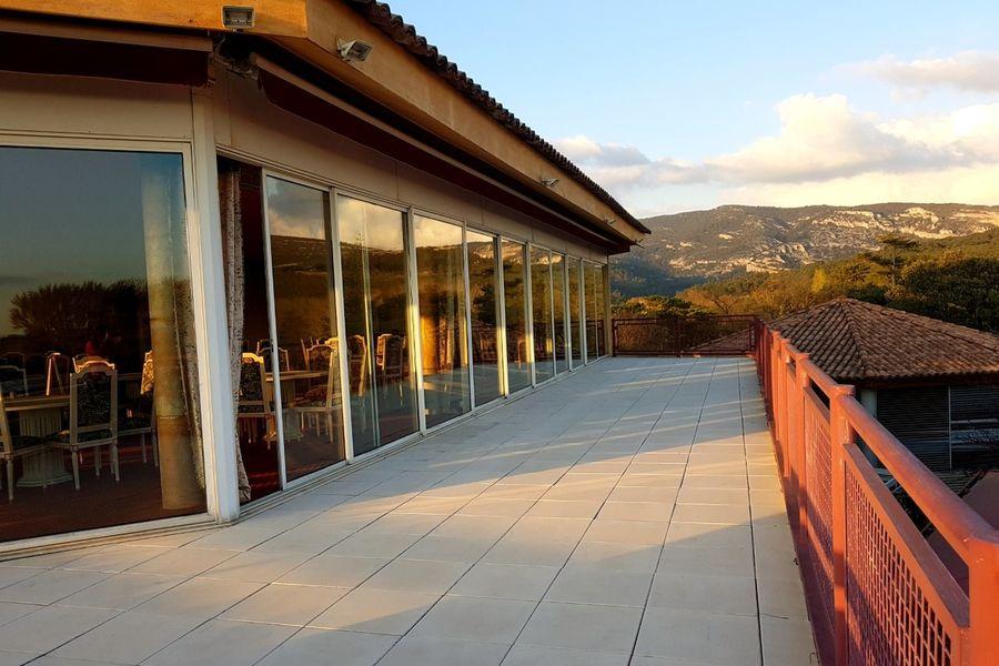 Belambra Business - Le Domaine de Mousquety *** Terrasse de la salle Castille pour vos soirées de Gala