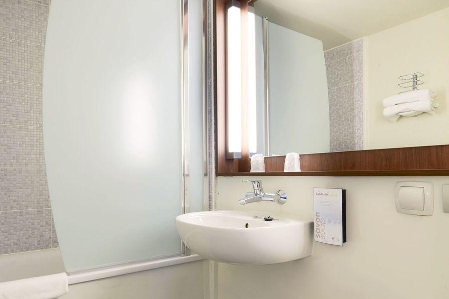 Campanile Montpellier Sud Salle de bain