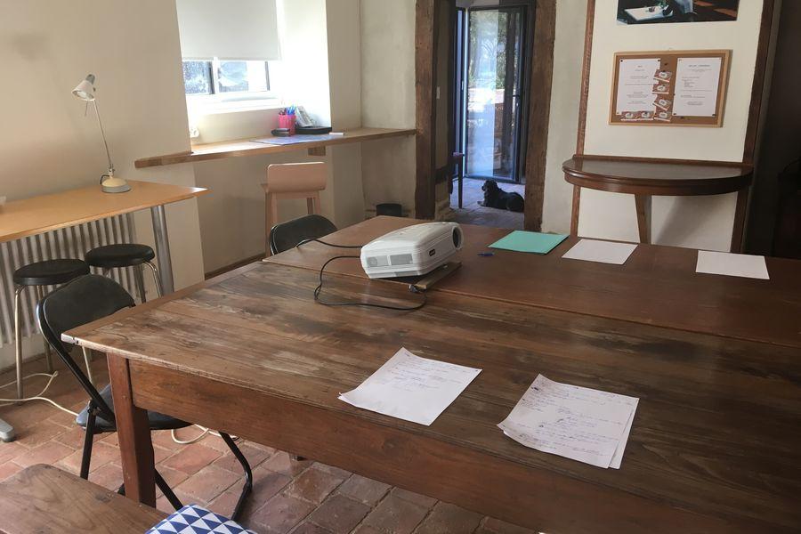 Bon-Air LA BELLE TATINE, en grande table de travail avec wifi, scanner-imprimante,  rétroprojecteur, paperboard