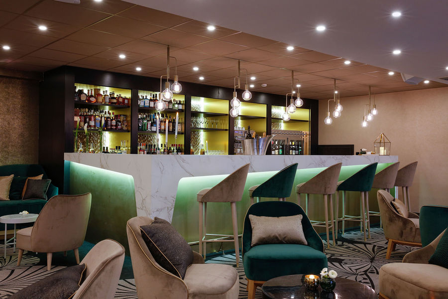 Niepce Paris, Curio Collection by Hilton Bar Lounge La Galerie