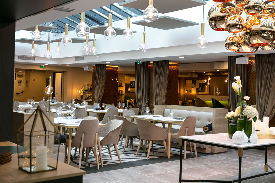 Niepce Paris, Curio Collection by Hilton Restaurant La Verriere Paris