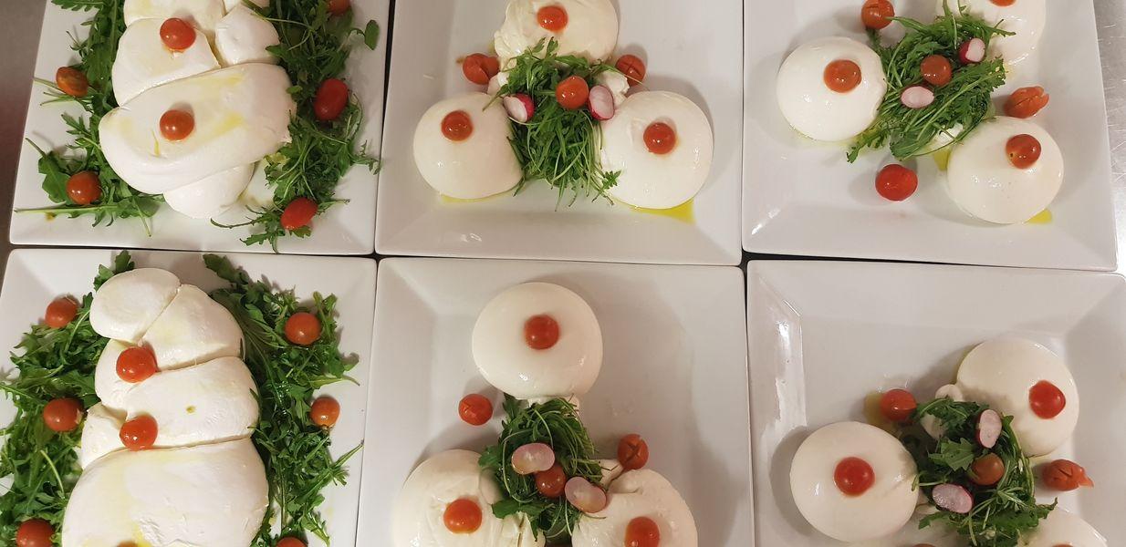 Nord Marais Exemple de plats en buffet : Burrata