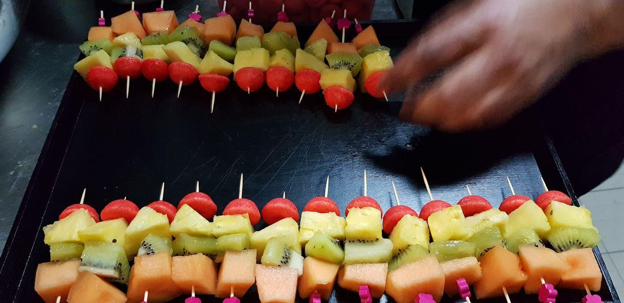 Nord Marais Dressage de pièce cocktail sucrée : brochettes de fruits