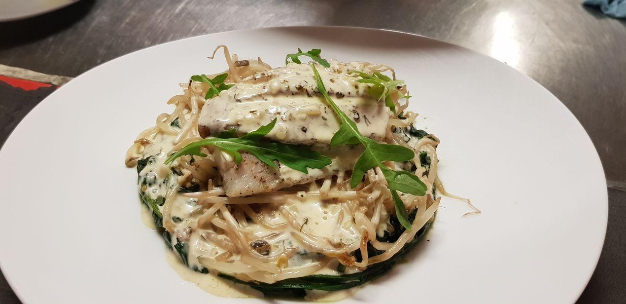 Nord Marais Cabillaud, salsifis, pousse de soja, sauce beurre blanc à l'aneth