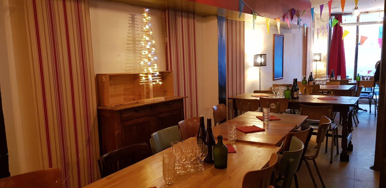 Nord Marais La salle prête à recevoir un cocktail dinatoire pour un mariage
