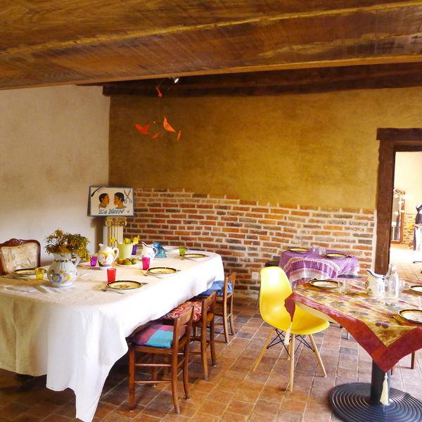 Bon-Air Tables de repas, de partage et de bonne humeur.