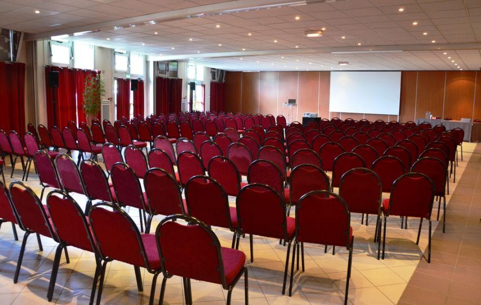 Espace événementiel Les Esselières Salon 1+2+3 en théâtre