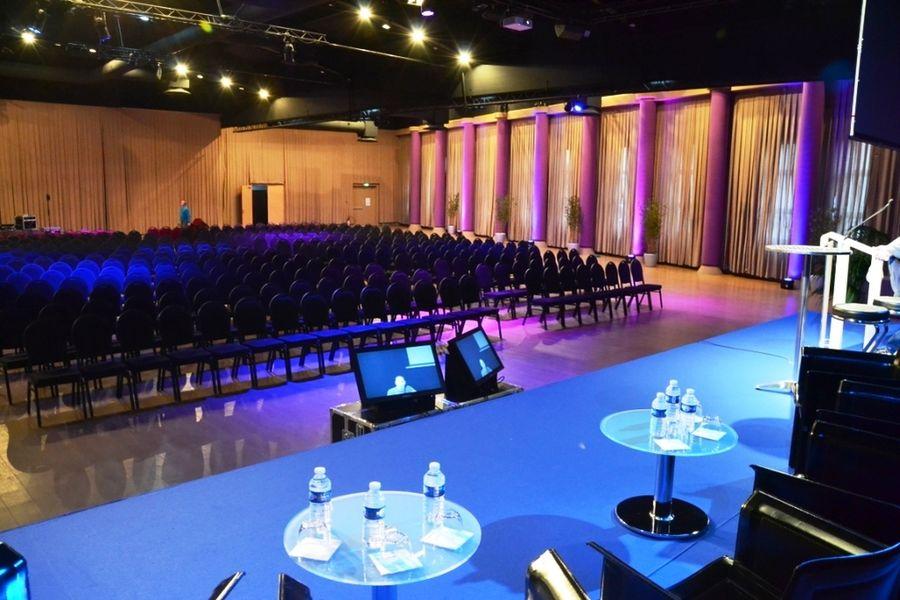 Espace événementiel Les Esselières Salle Capella en théâtre