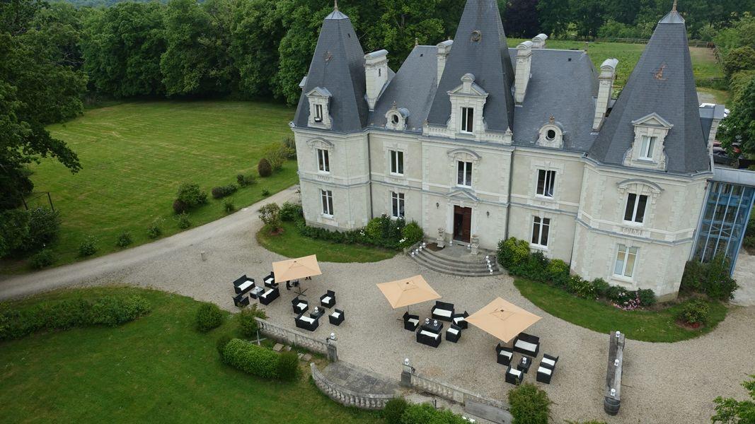 Château le Saz Château le Saz - TERRASSE ET parc du Saz