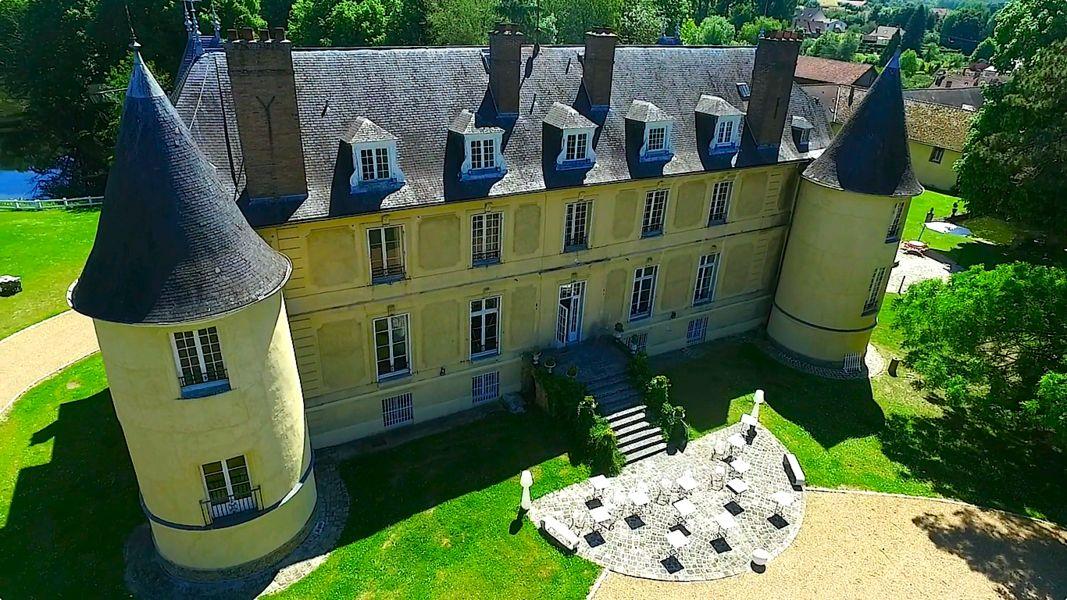 Château de Vaugrigneuse Le Château coté parc