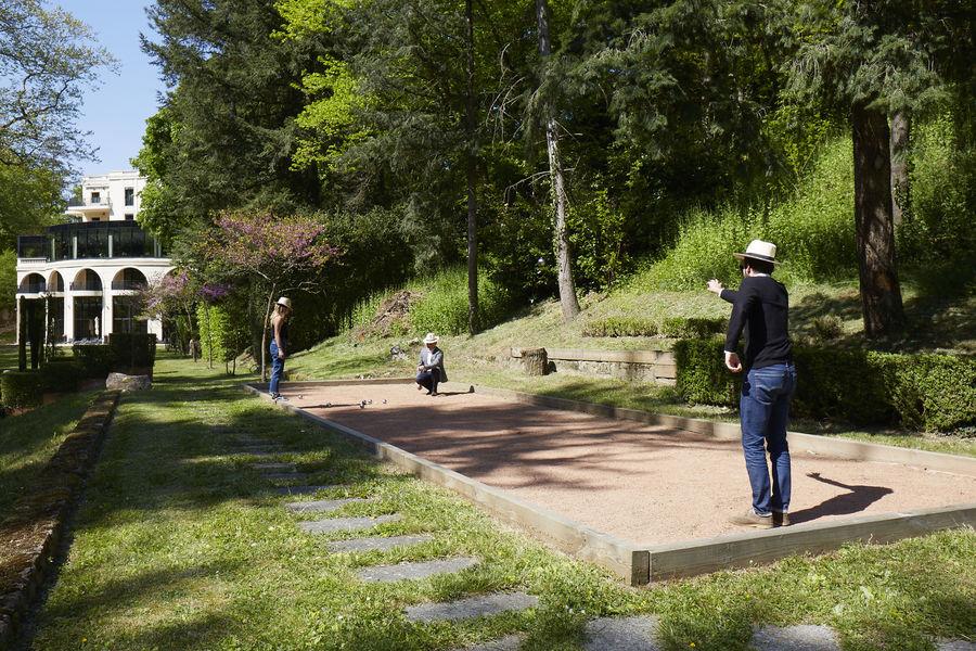 Domaine le Lyon Vert Terrain de pétanque au coeur du parc