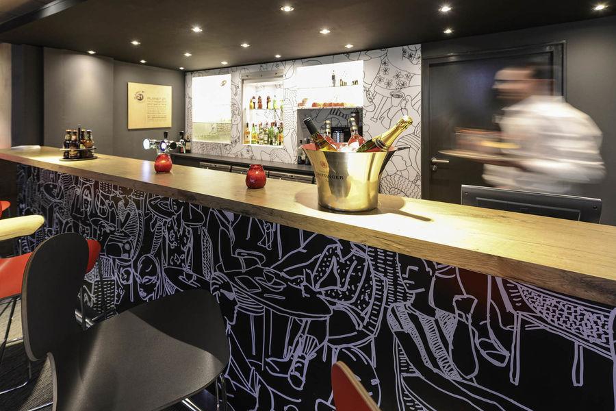 Hôtel Ibis Lyon Gerland Musée des Confluences *** Bar Lounge accessible 24/24