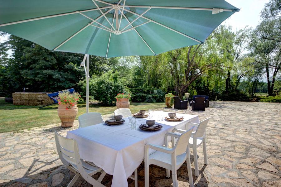Gite Des Roties petit déjeuner en terrasse