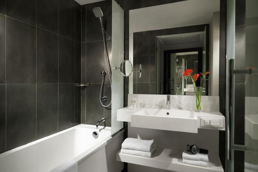 Hôtel Hyatt Regency Paris Étoile **** Salle de bain - Chambre Standard