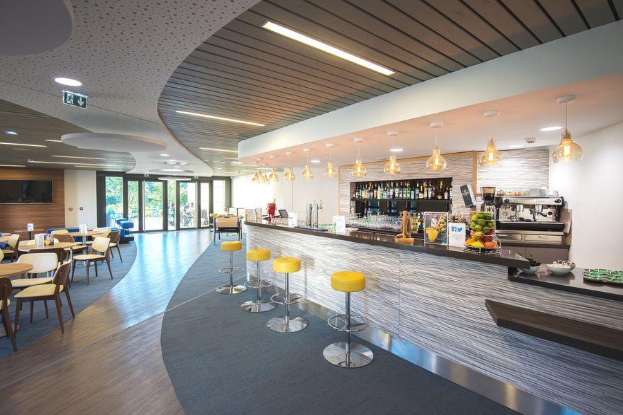 Maubreuil Séminaires L'espace bar ouvert chaque soir - avec billard, baby-foot et terrasse