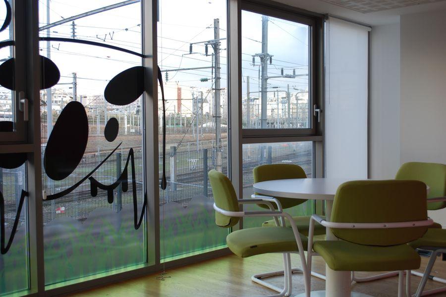 Studios Singuliers Salle de réunion lumineuse pour 4-8 participants Métro Marcadet
