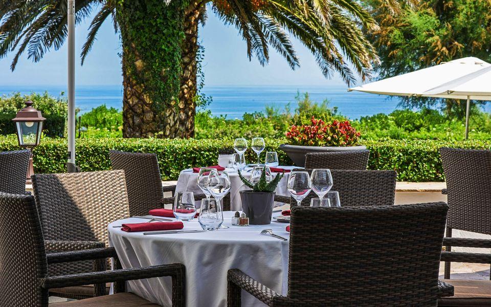 Hôtel & Résidence La Réserve **** Terrasse restaurant