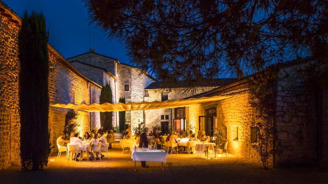 Château de Salettes Terrasse restaurant