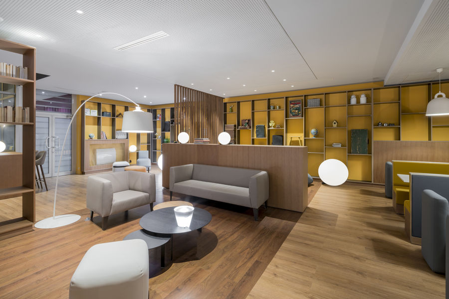 Holiday Inn Paris - Marne la Vallée **** Open lobby