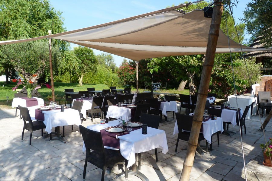 Mas de Calabrun La terrasse du restaurant