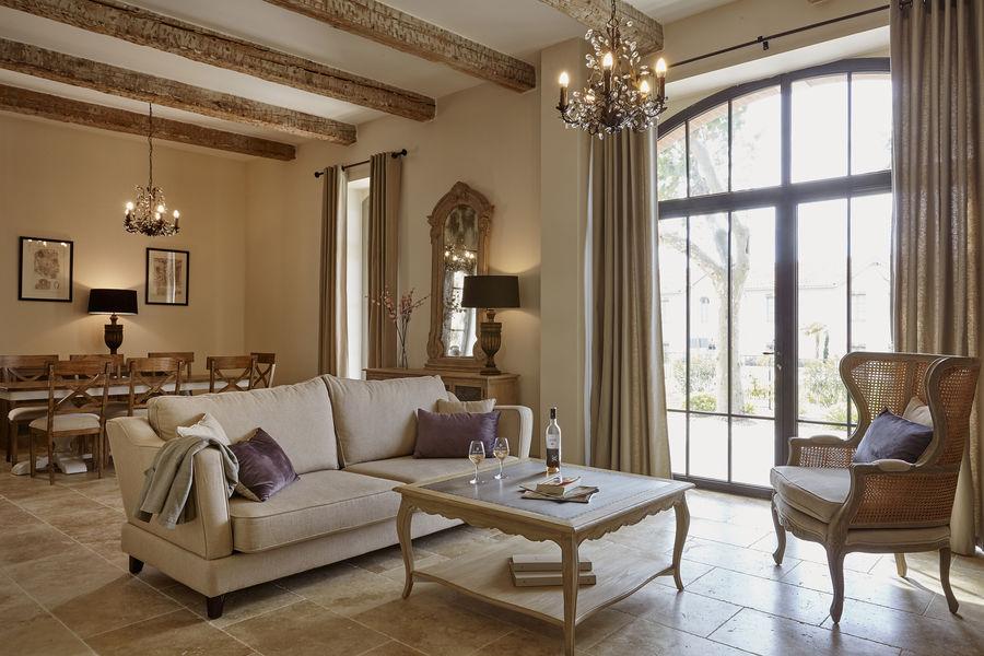 Domaine St Pierre de Serjac Salon d'une maison 3 chambres  / 3 salles de bain