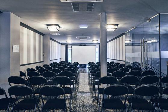 Salle de séminaire / réception, disposition théâtre
