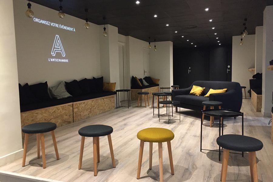 L'Antichambre Espace lounge : Réunion + projecteur