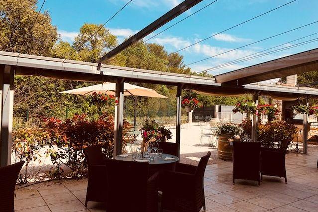 Le Mas des Portes de Provence Restaurant Terrasse extérieur couverte