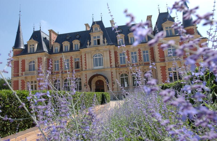 Campus Serge Kampf Les Fontaines Chateau