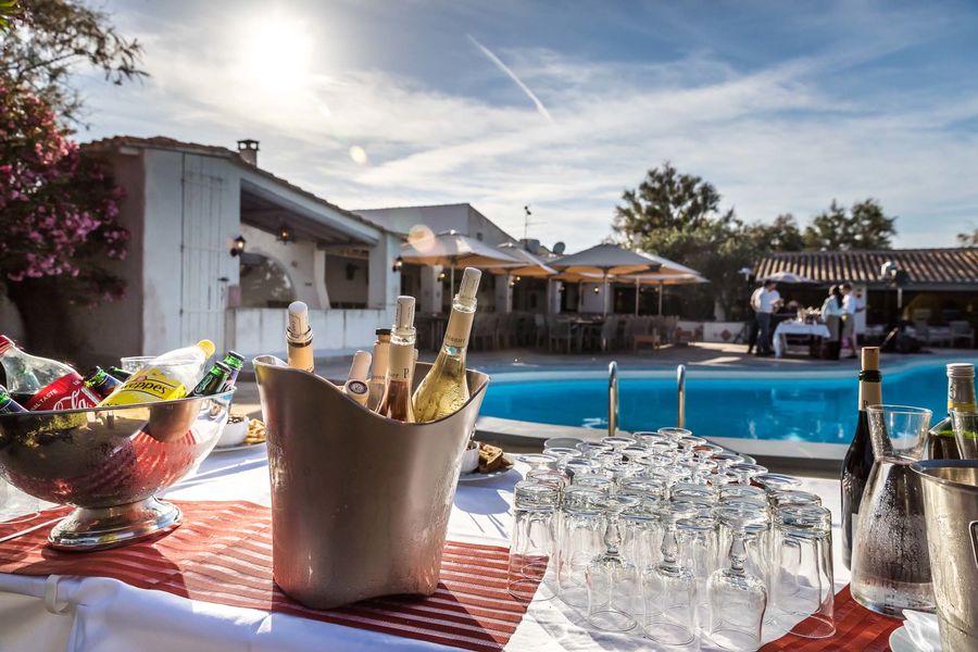 Auberge Cavalière du Pont des Bannes **** Cocktail dînatoire autour de la piscine