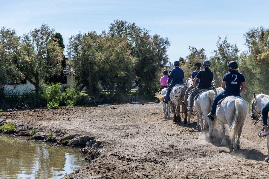 Auberge Cavalière du Pont des Bannes **** Départ à cheval depuis l'Auberge Cavalière du Pont des Bannes