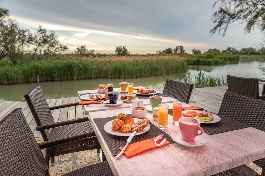 Auberge Cavalière du Pont des Bannes **** Petit-déjeuner sur les marais