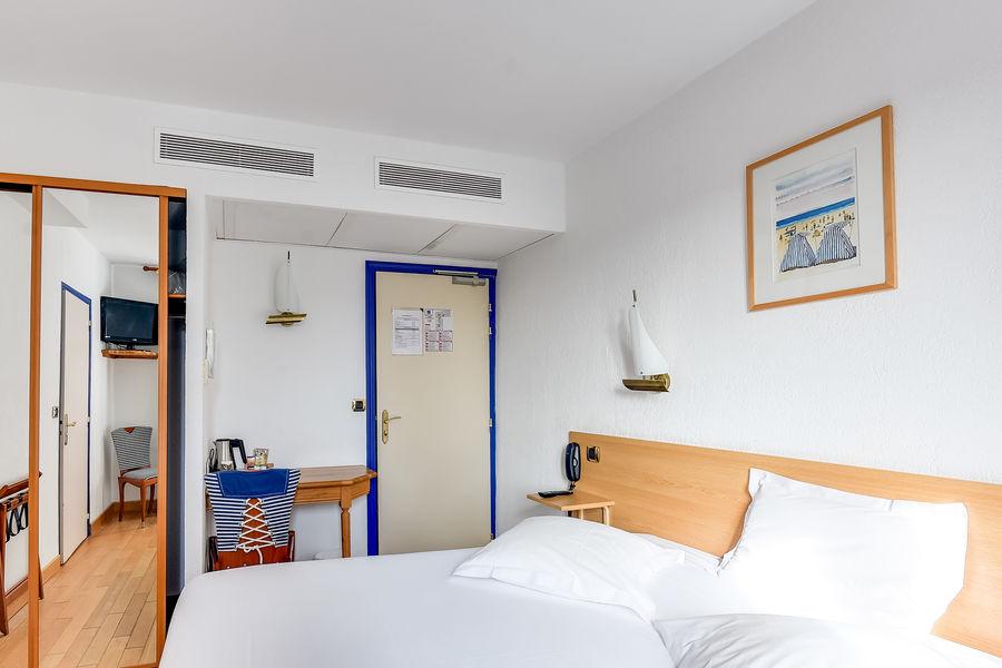Kyriad Saint Malo Centre Plage *** Chambre double standard sans vue de mer