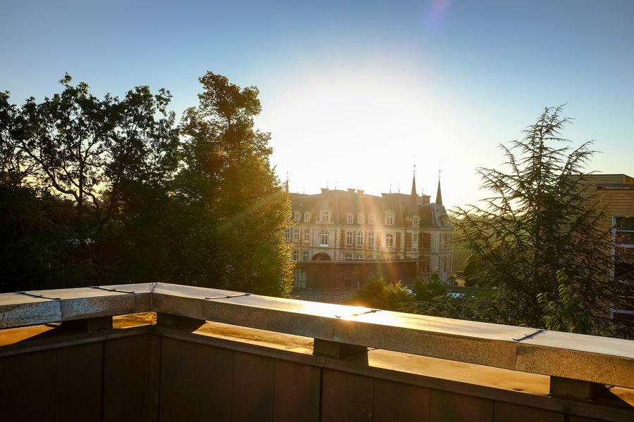 Campus Serge Kampf Les Fontaines Balcon depuis les chambres avec vue sur le château