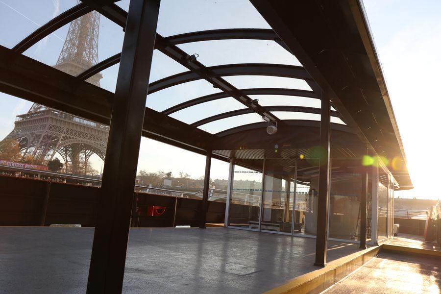 Bateau L'Insolite Vision panormaique du bateau L'Insolite : ouvert sur l'extérieur et toiture vitrée