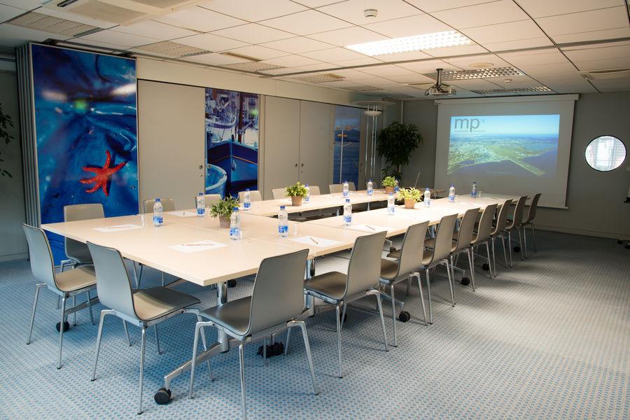 Centre d'Affaires Aeroport Marseille Provence Port Pin