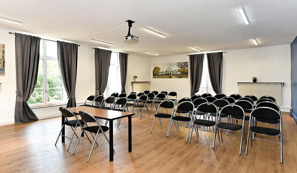 Espace de l'Ouest Lyonnais Grande salle de réunion en théâtre