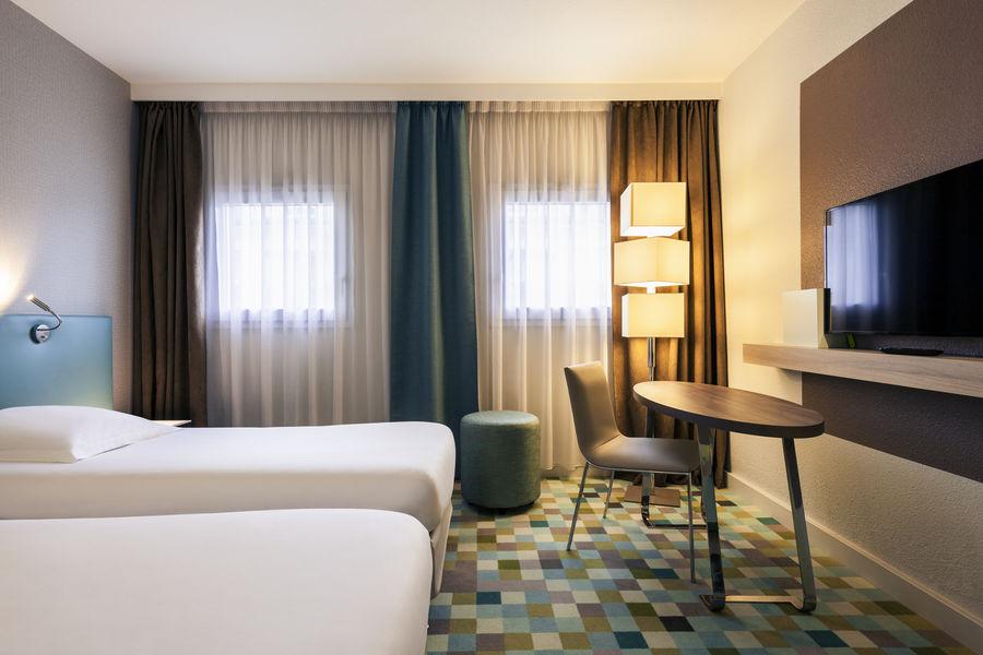 Hotel Mercure Marne la vallée Bussy St Georges Chambre triple - grand lit et un petit lit - Plateau de courtoisie dans toutes les chambres