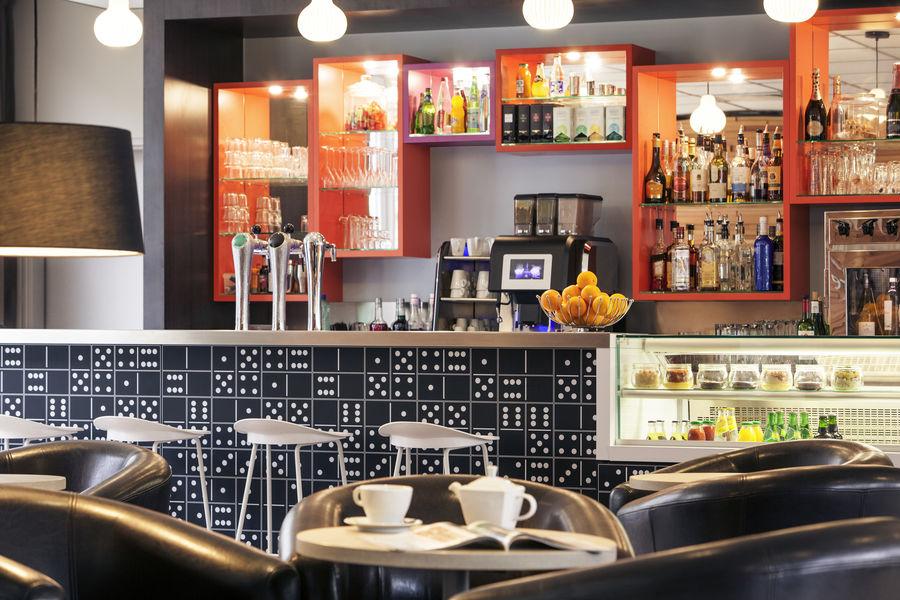 Hotel Mercure Marne la vallée Bussy St Georges Bar Le DOmino - ouvert de 7h30 à 23h30 tous les jours