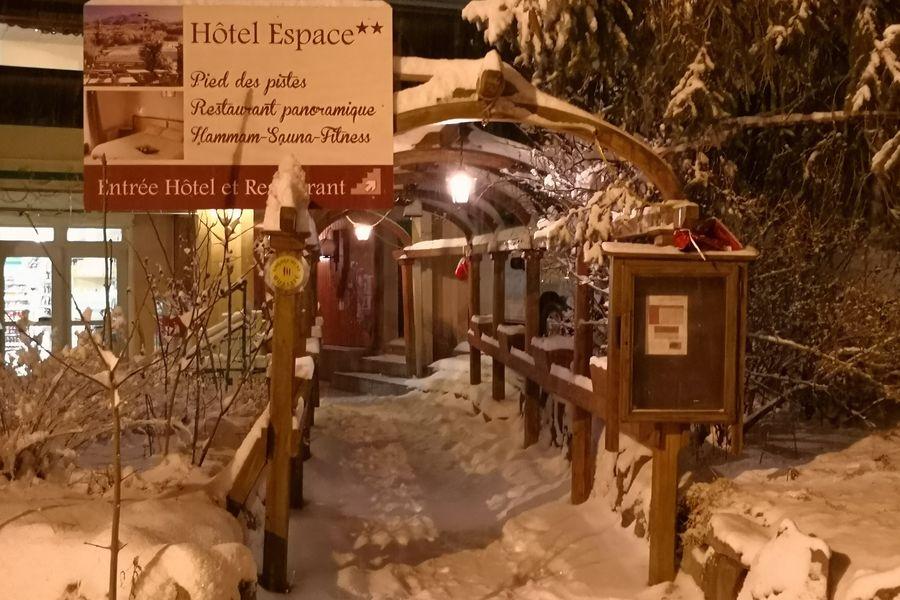 Hôtel Espace - Restaurant le Dormillouse Hôtel Espace - Restaurant le Dormillouse