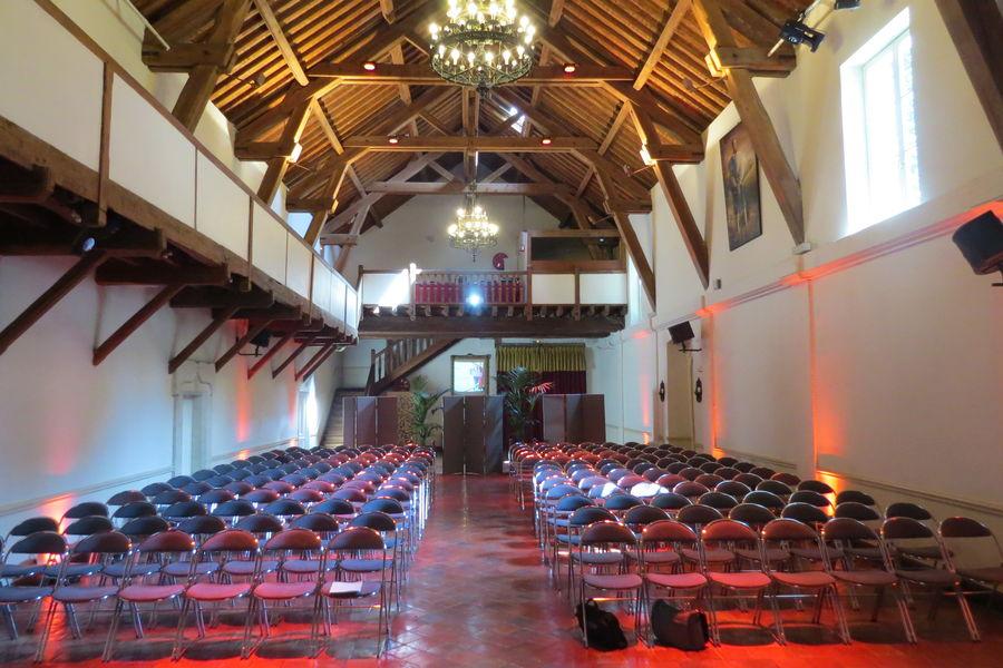 Domaine de Grand'Maisons Réunion en théâtre dans la Cathédrale