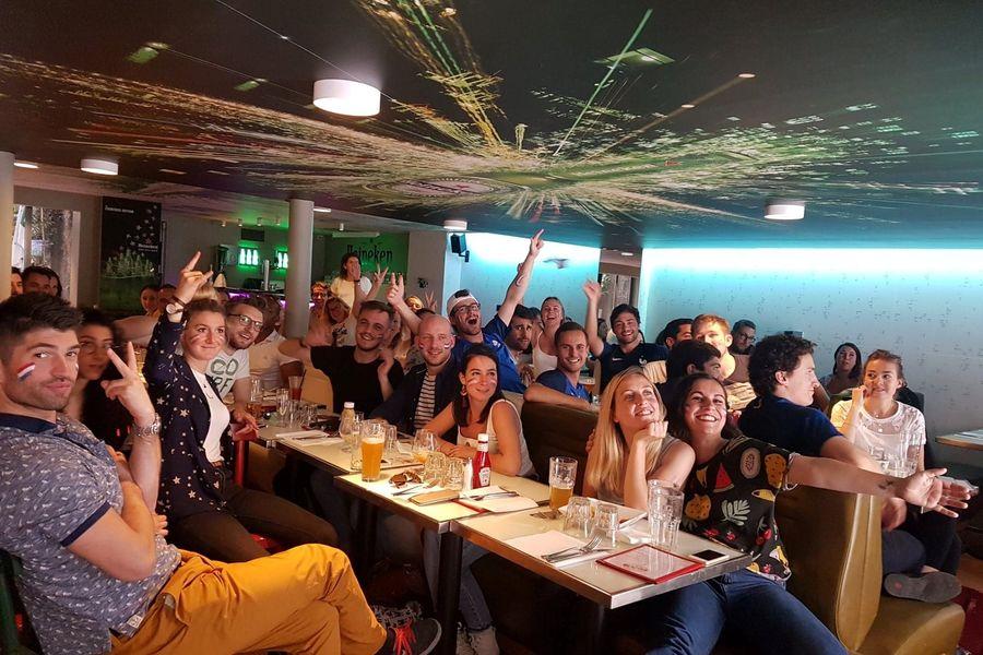 Le Café H  Tous derrière les Bleus !!!