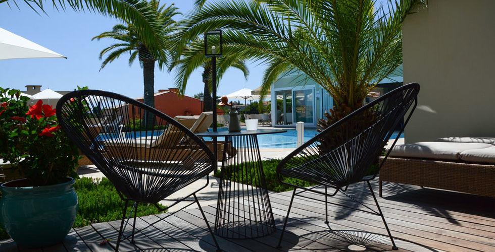 Sandton Hôtel Domaine Cocagne   Terasse en bord de piscine