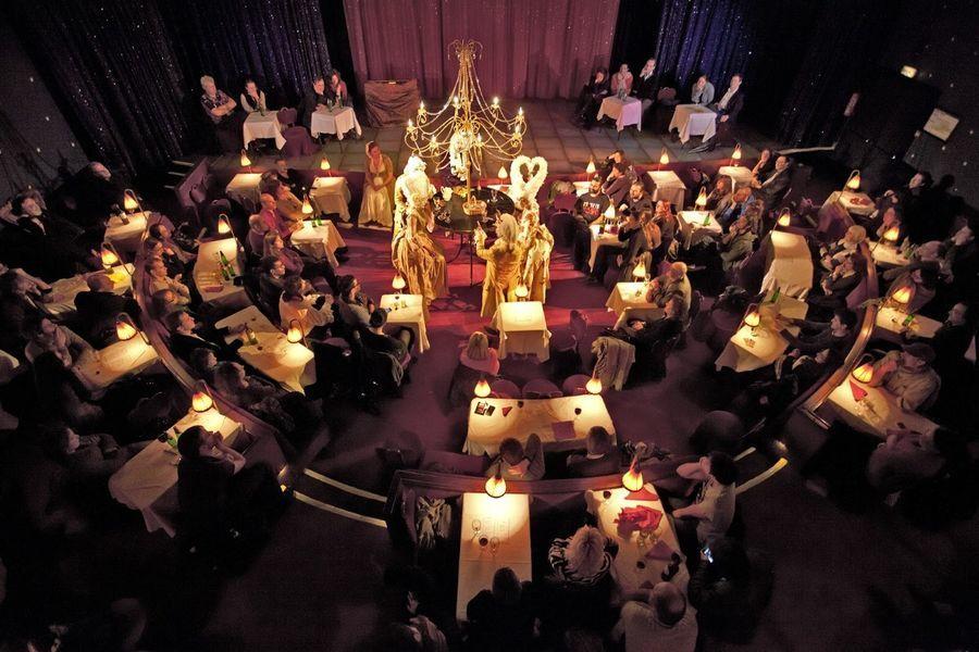 Fantaisies Parisiennes Salle de Cabaret